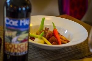 Kevin Breugnot – La pintade en deux façons dans son pot au feu aux légumes du jardin et bouillon gourmand – Côté Mas à Montagnac