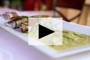 VIDEO – Mimmo Cortèse, Filet de loup en aubergine et crème de courgettes, Le V à Villeneuve-Les-Maguelone