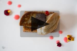 VIDEO – Luc Neyhouser – Foie gras, truffe, tuile de pain d'épices et coulis de groseilles