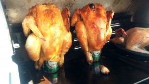 Hey poulet, viens donc t'asseoir sur cette canette de bière