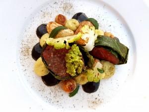 Filet de taureau, chou et olives noires