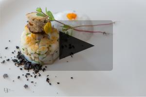 Vidéo – Luc Neyhouser – Saint-Jacques, bolets, topinambour et poudre d'olive