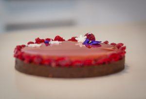 La tarte mirroir chocolat et framboise par Sug'art, Cake Design – Montpellier